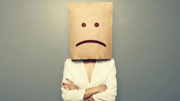 Entre Agelastas y Alexitímicos: La incapacidad de reír y expresar emociones