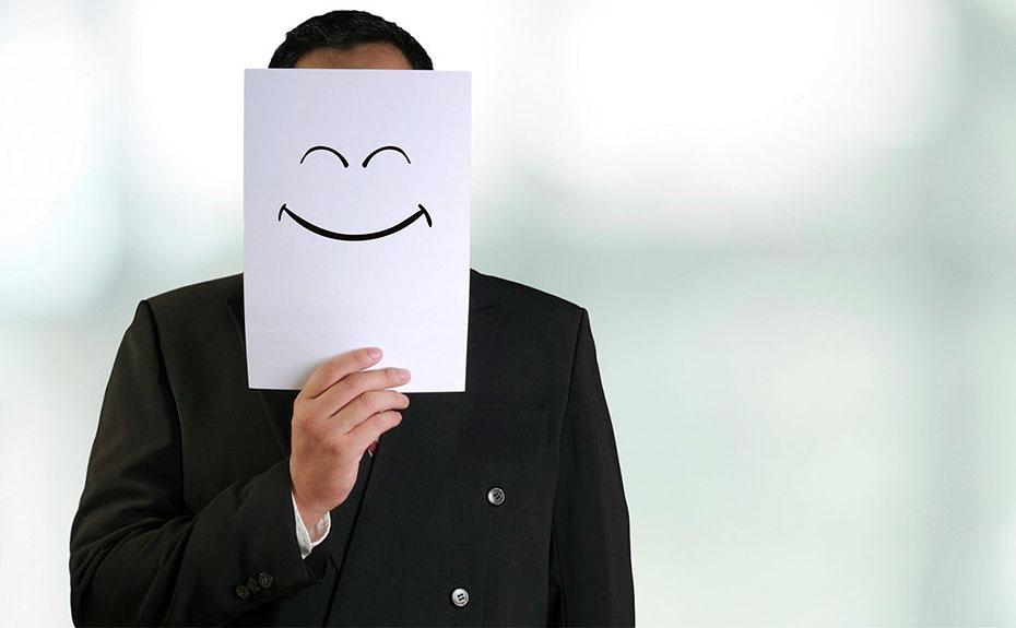 El esfuerzo de fingir en el trabajo: La risa nos hace auténticos